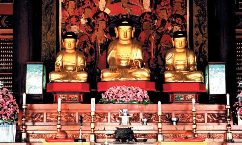 Trois Bouddhas d'or, lieu de prière.