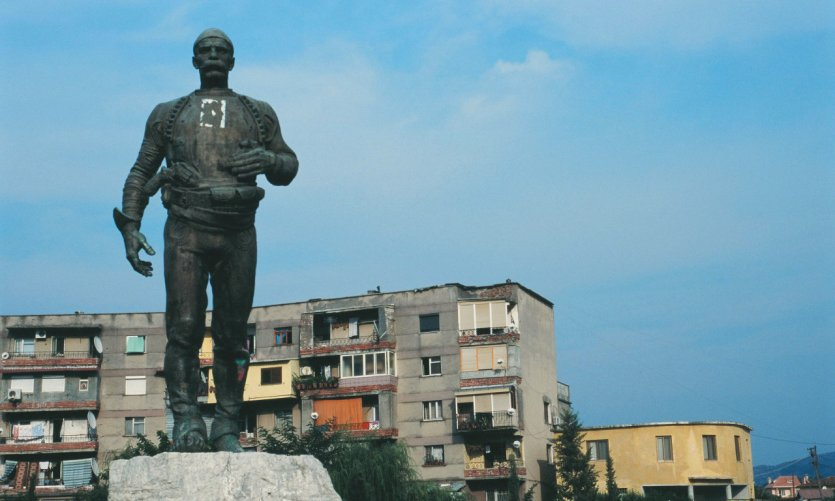Statue of Isa Boletini.