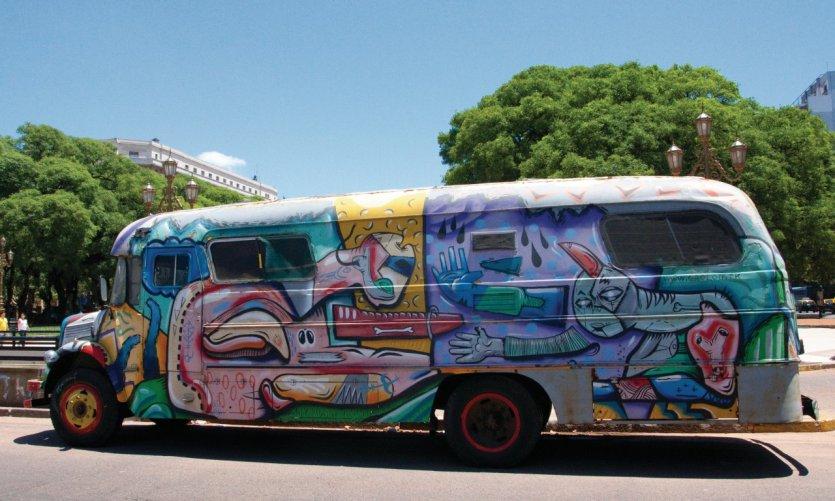 Bus original sur la Plaza del Congreso.