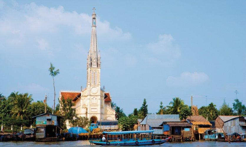 Église située près du marché flottant de Cai Be.