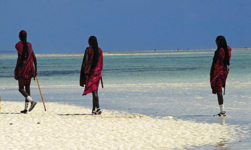 Maasaïs sur une plage de Zanzibar