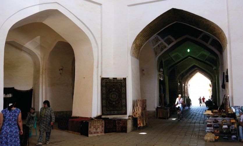 Sous la coupole de Tak-i-Telpak Furushan (bazar des chapeliers).