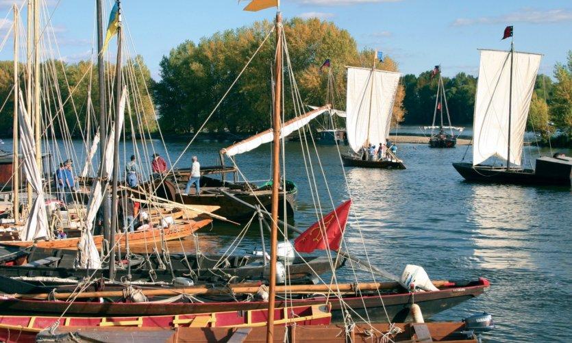 Gabares amarrées aux quais de la Loire - Orléans