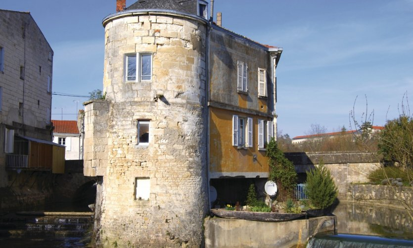 Les anciens bains de juin à Niort