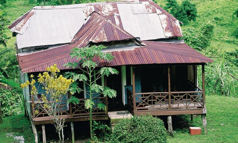 Maison coloniale délabrée dans les environs de Mayfield.