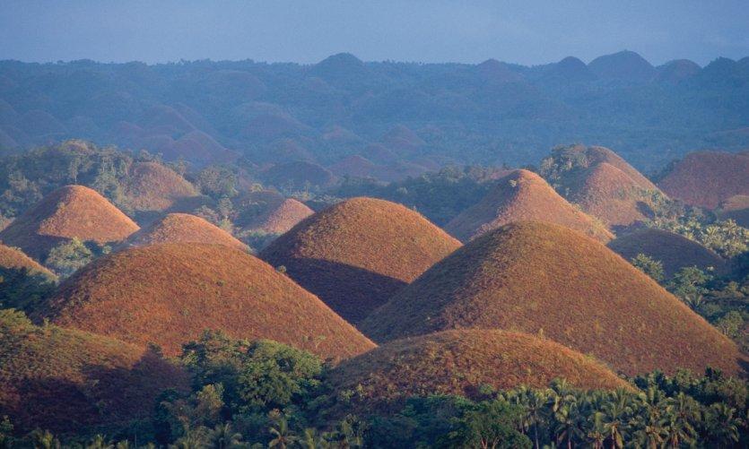Vista de los Chocolate Hills, una gran atracción turística de la isla de Bohol.
