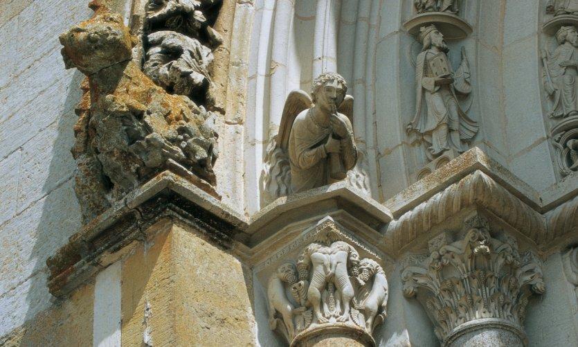 Détail du tympan de la Basilique Sainte-Marie-Madeleine