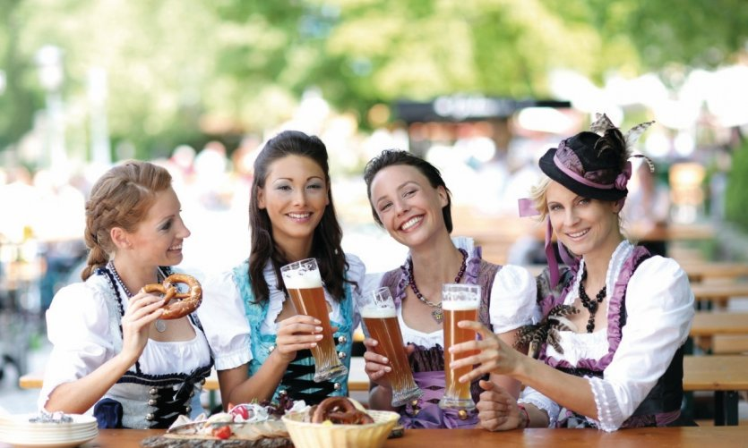 Les Bavaroises se mettent sur leur 31 pour célébrer l'Oktoberfest.