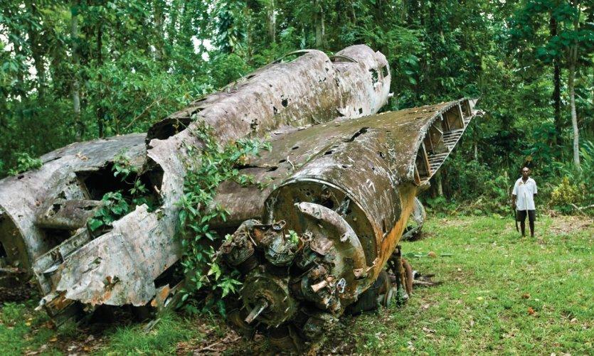 <p>Vestige d'un bombardier japonais près de Madang.</p>