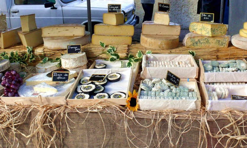 Etal de fromages.