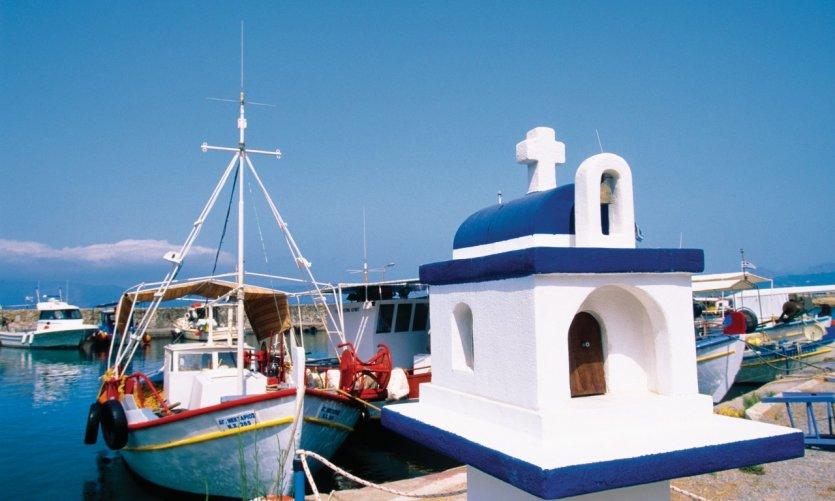 <p>Petit port de pêche aux environs de Kastelli.</p>