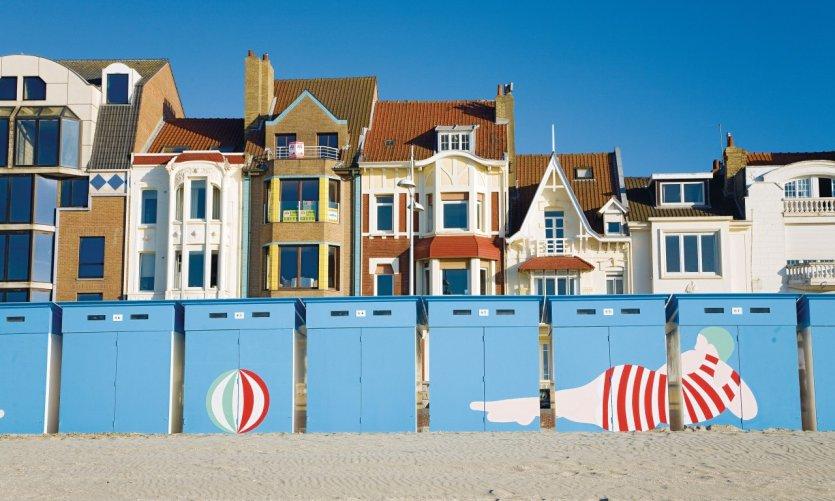 La plage de sable fin de Malo-les-Bains et ses cabines colorées