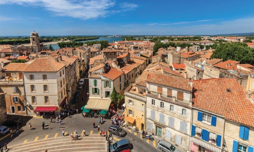 Survol de la ville d'Arles.