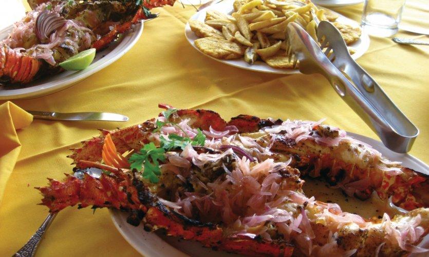Plat typique de homard grillé, accompagné de