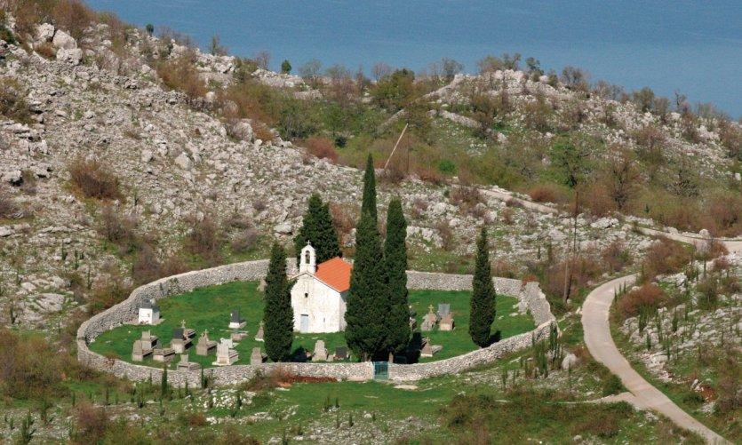 Église dans la région du lac de Skadar à la frontière avec l'Albanie.