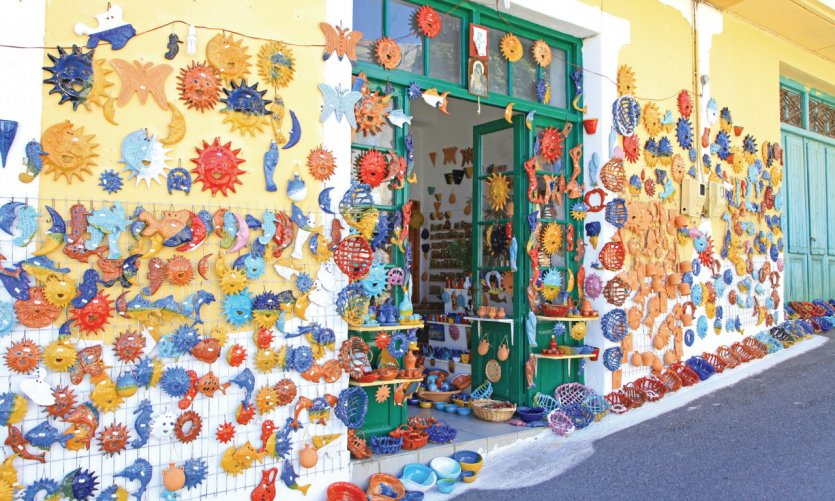 Le petit village de Margarites, connu pour ses céramiques artisanales.