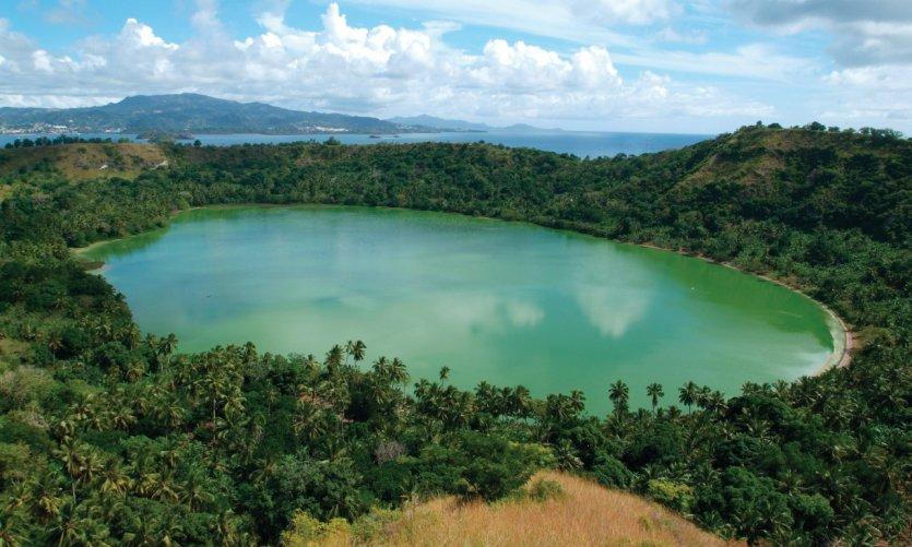 Le lac du volcan Dziani.
