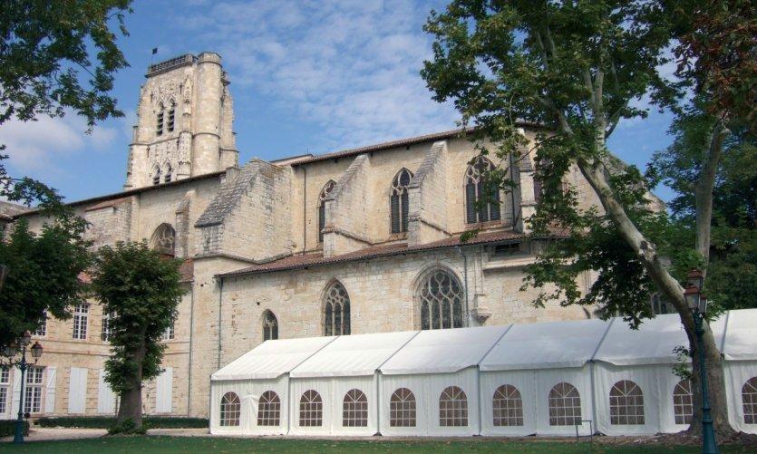 La cathédrale Saint-Gervais-Saint-Protais depuis le jardin public à Lectoure