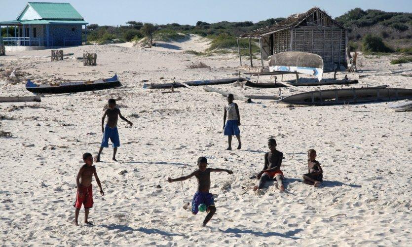 Partie de football improvisée à Tsiandamba