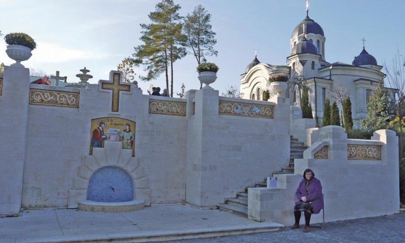 Entrée du monastère Curchi.
