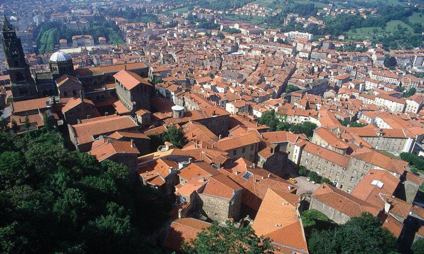 Vue de la vieille ville avec la cathédrale