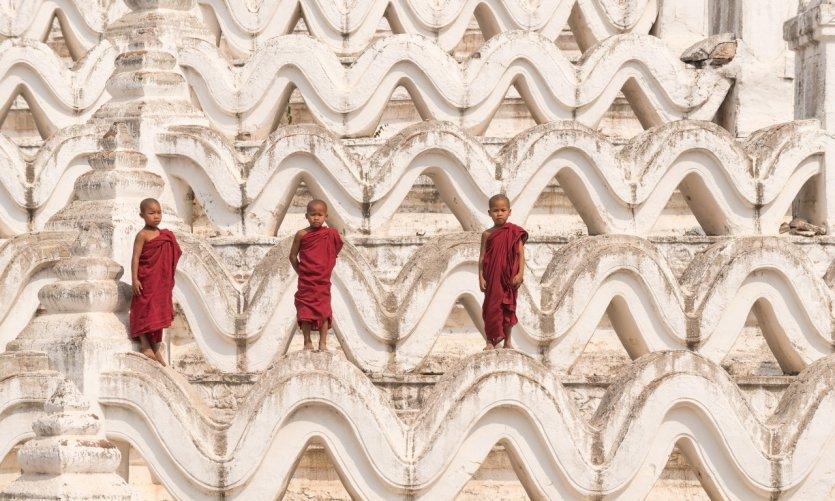 <p>Jeunes moines à Mingun.</p>