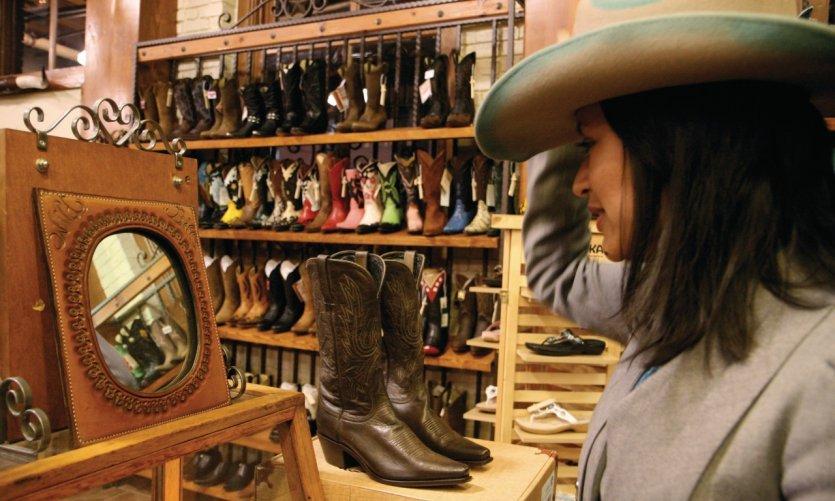 Santiags et chapeaux de cowboy chez Wild Bill.