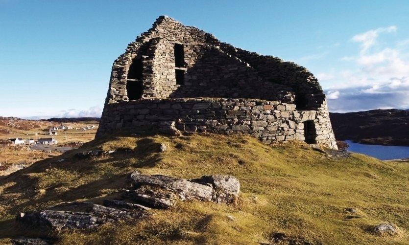 Le Dun Carloway broch sur l'île Lewis datant de plus de 2000 ans.