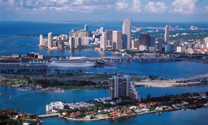 Les Keys, le port et la ville.