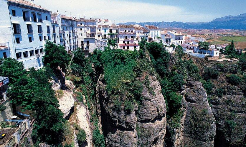 L'impressionnante gorge du Tajo divise la ville de Ronda en deux.