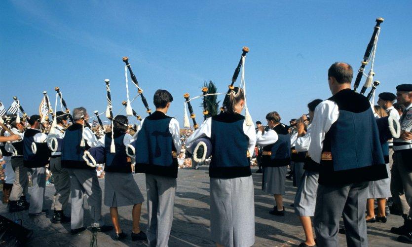 Les joueurs de biniou dévoilent leur talent au festival du Ménez-Hom.
