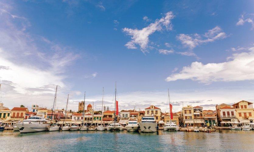 Vue sur le port d'Aigina.