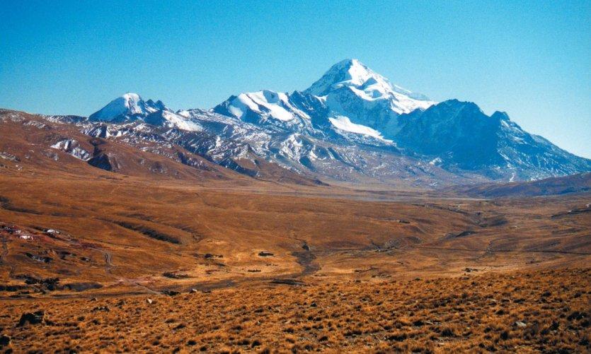 Vue lointaine sur Nevada Illimani (6401 m).