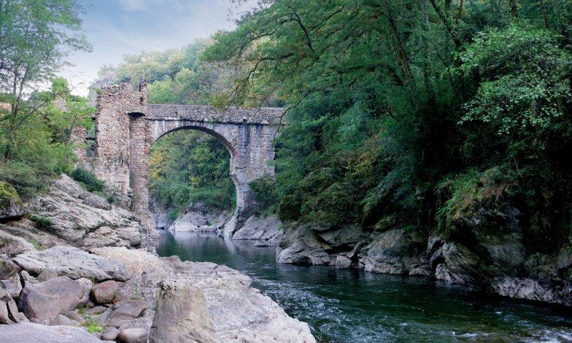 Le Pont du Diable, aux environs de Montolieu
