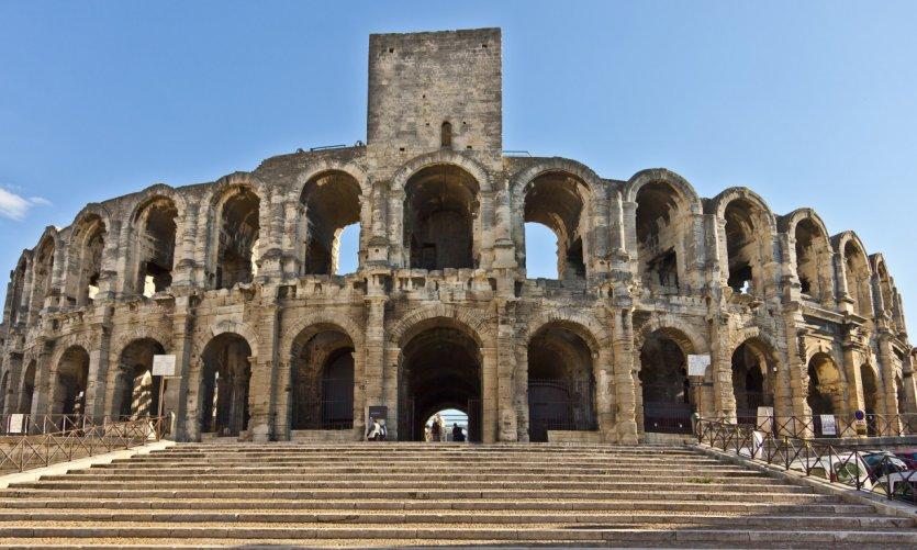 trouver un plan q Arles