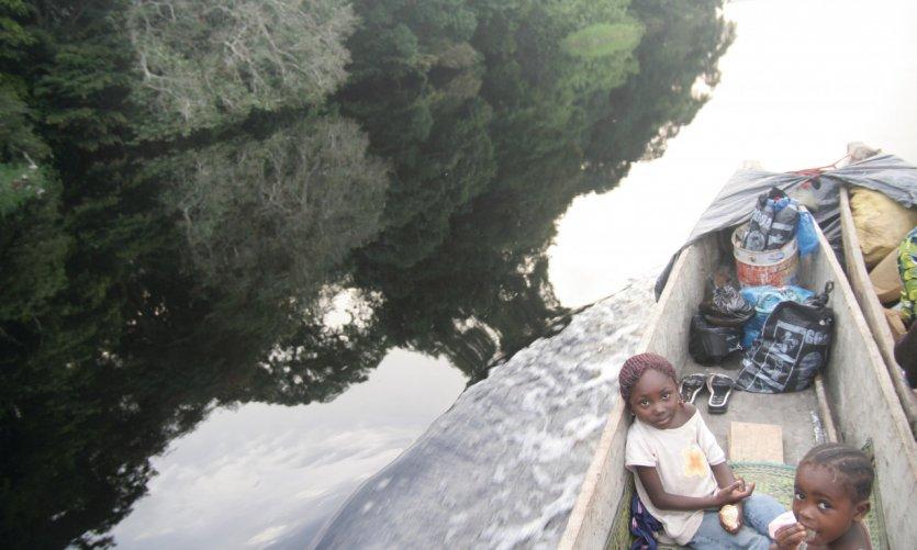 Remontée du fleuve Congo vers Mossaka.