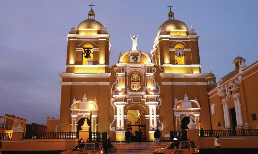 Catedral de Trujillo de noche.