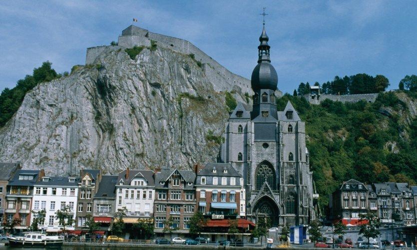 Citadelle de Dinant et collégiale Notre-Dame.