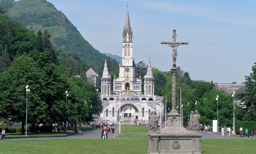 Le Calvaire des Bretons et les basiliques de l'Immaculée Conception et Notre-Dame-du-Rosaire à Lourdes