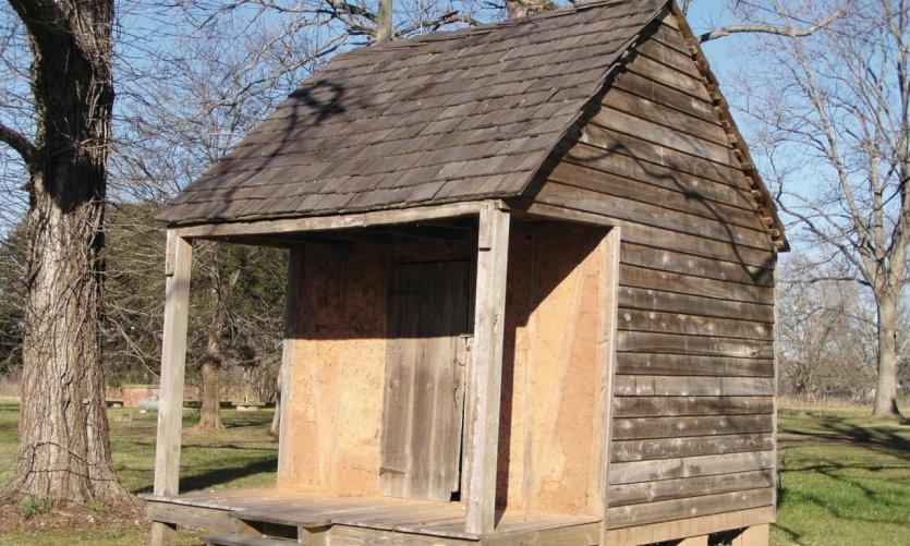 Casa de esclavos de la época francesa cerca de Badin-Roque House.