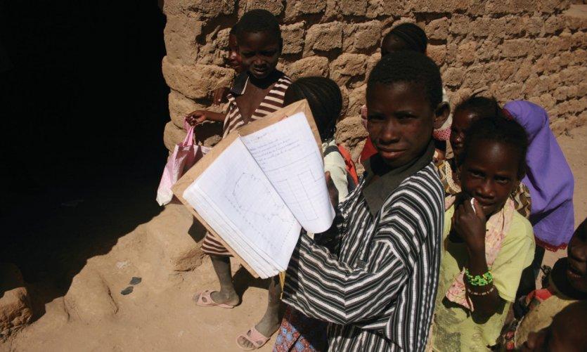 Écolier de l'île d'Ayorou.