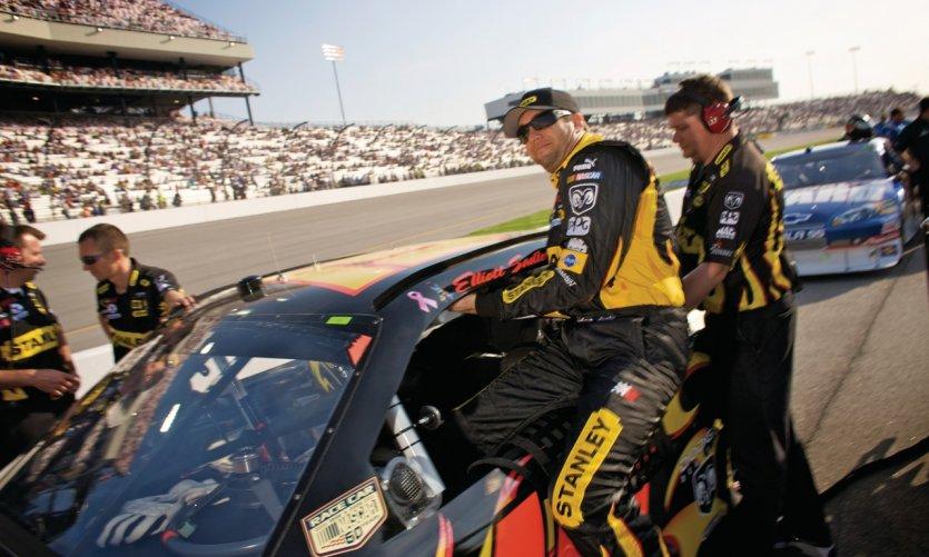 Le pilote de NASCAR Elliot Sadler pendant le Richmond International Raceway