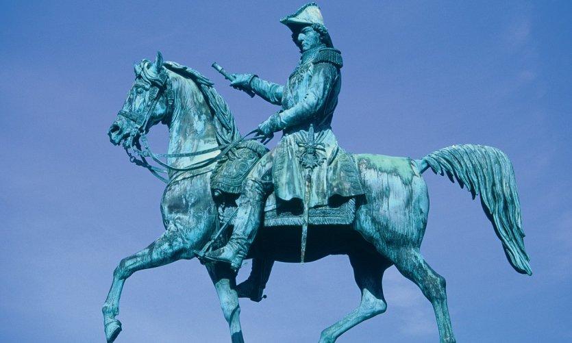 Statue équestre de Bernadotte, maréchal de France et roi de Suède.