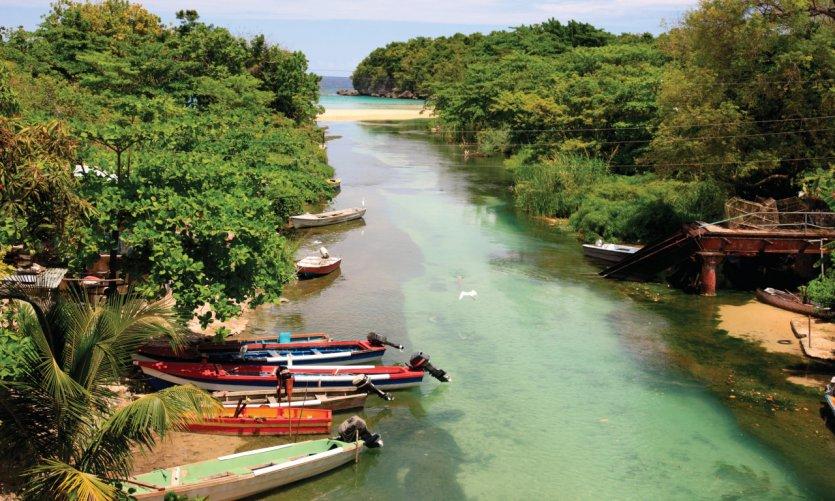 <p>Fishing boats to Ocho Rios.</p>