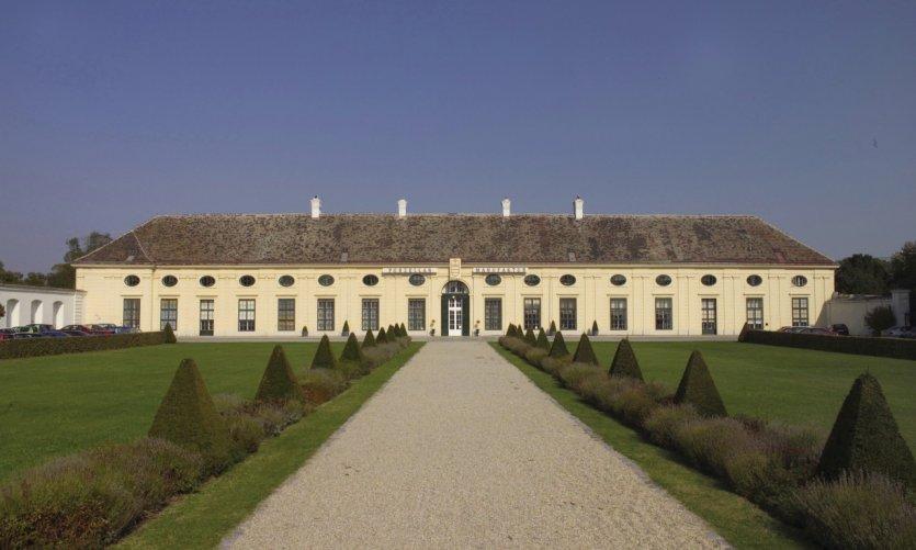 Augarten Porzellan, le château Augarten où se situent la manufacture et le magasin.