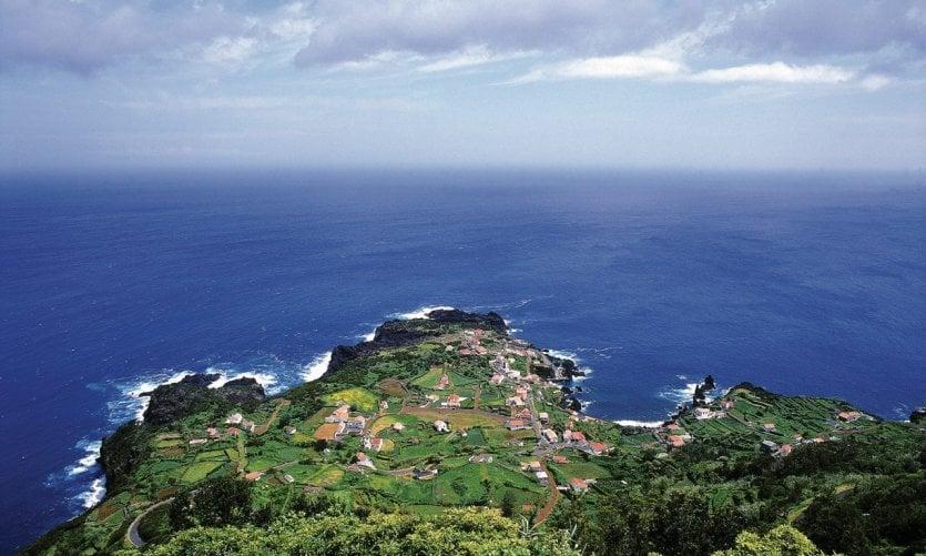 Vue de la côte de São Jorge.