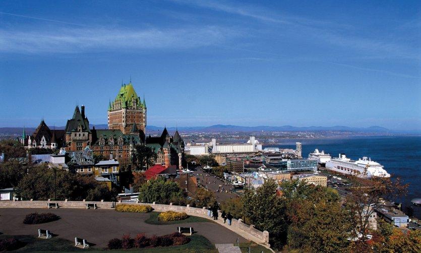 <p>Vue panoramique sur le Vieux-Québec et le port.</p>