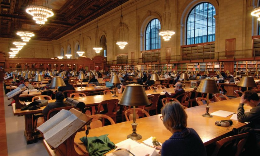 La bibliothèque publique (New York Public Library).