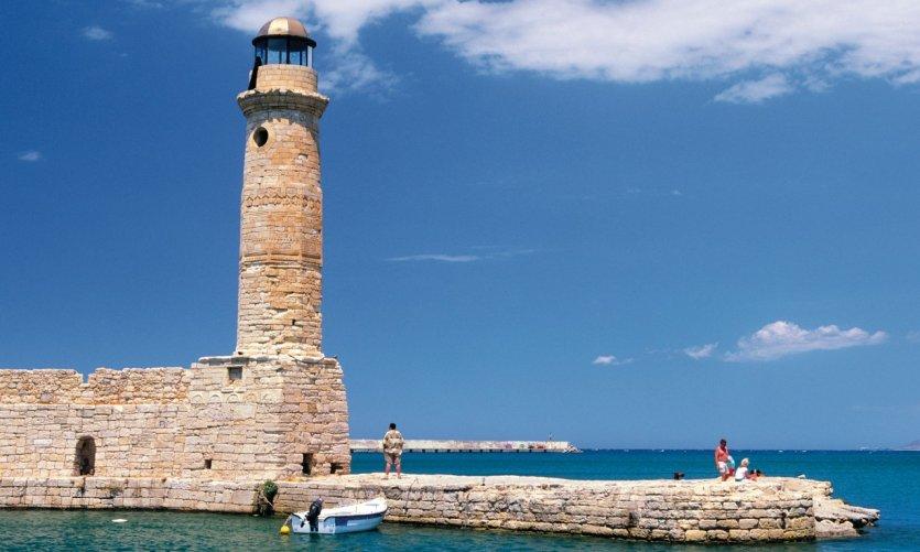 Phare à l'entré du port de Rethymnon.