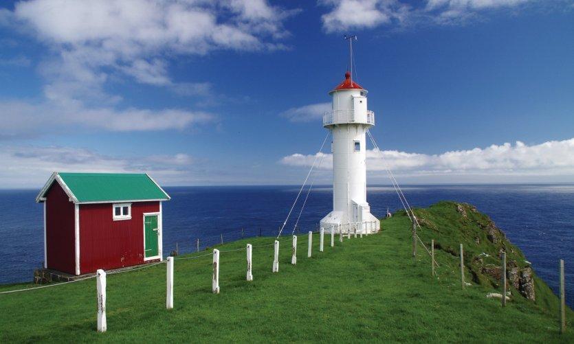 La pointe sud des îles Féroé: le phare du Cap Akraberg.